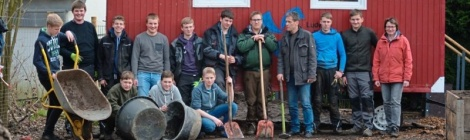 Glandorfer Schüler machen Bauwagen wieder flott
