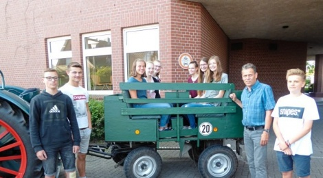 Glandorfer Oberschüler renovieren grünes Wägelchen