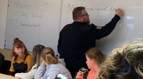 Die Schulsanitäter zu Besuch in der Regionalleitstelle Osnabrück